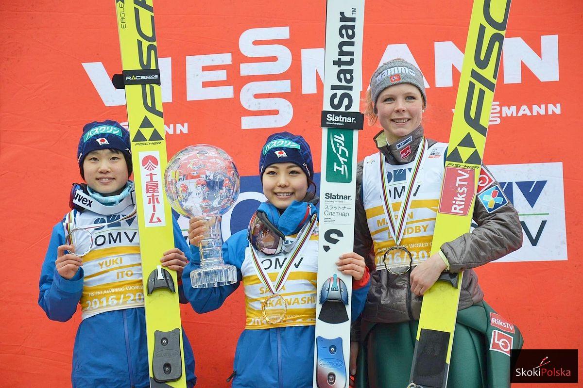 Podium klasyfikacji generalnej PŚ Pań 2016/2017 (od lewej: Y.Ito, S.Takanashi, M.Lundby), fot. Maria Grzywa
