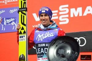 Stefan Kraft z trofeum konkursu Raw Air w Oslo (fot. Maria Grzywa)