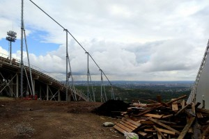 Instalacja siatek przeciwwietrznych na skoczniach w Niżnym Tagile (fot. Anastasia Poryadina)