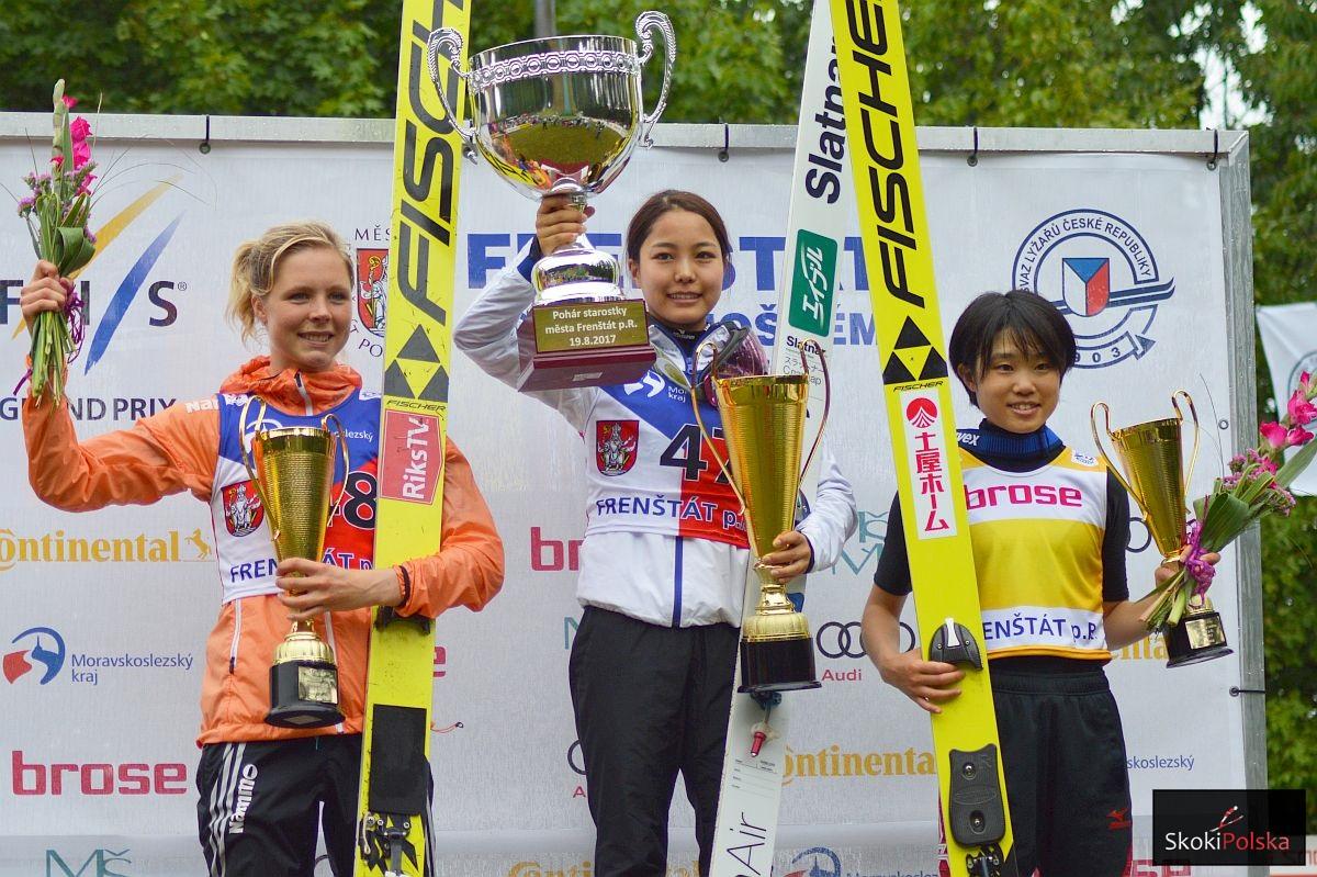 Podium konkursu (od lewej: Maren Lundby, Sara Takanashi, Yuki Ito), fot. Bartosz Leja