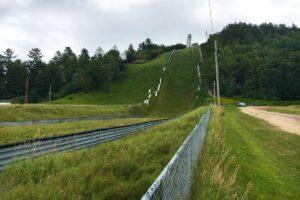 Iron Mountain Pine Mountain lato.modernizacja.2017 fot.Daniel.Freeman 300x200 - Rusza modernizacja skoczni w Iron Mountain! Czy wróci tam Puchar Świata?