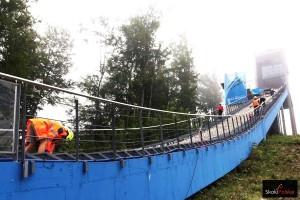 Prace na rozbiegu skoczni w Wiśle (fot. Julia Piątkowska)