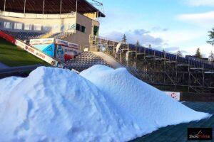Na skoczni w Wiśle trwa produkcja śniegu na inaugurację PŚ! (WIDEO)
