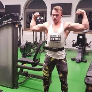 Andrzej Gąsienica podczas treningu na siłowni (fot. instagram.com/andrzejgoralfitness)