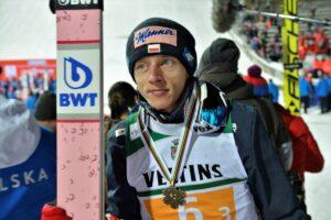 Dawid Kubacki z medalem MŚ w lotach, fot. Julia Piątkowska
