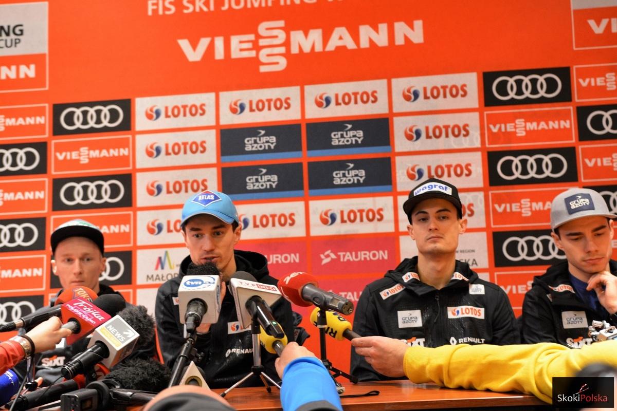 Stefan Hula, Kamil Stoch, Maciej Kot i Jakub Wolny podczas konferencji prasowej (fot. Julia Piątkowska)