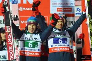 Stefan Hula i Kamil Stoch na podium MŚ w Oberstdorfie, fot. Bartosz Leja