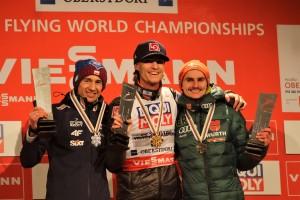 MŚ loty Oberstdorf 2018 medale 2 300x200 - MŚwL Oberstdorf: Kamil Stoch wicemistrzem świata w lotach narciarskich! Tande ze złotem