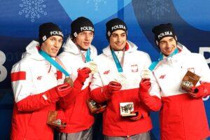"""Polscy skoczkowie już z medalami, Kubacki: """"Nie wysyłajcie nas na emeryturę"""""""
