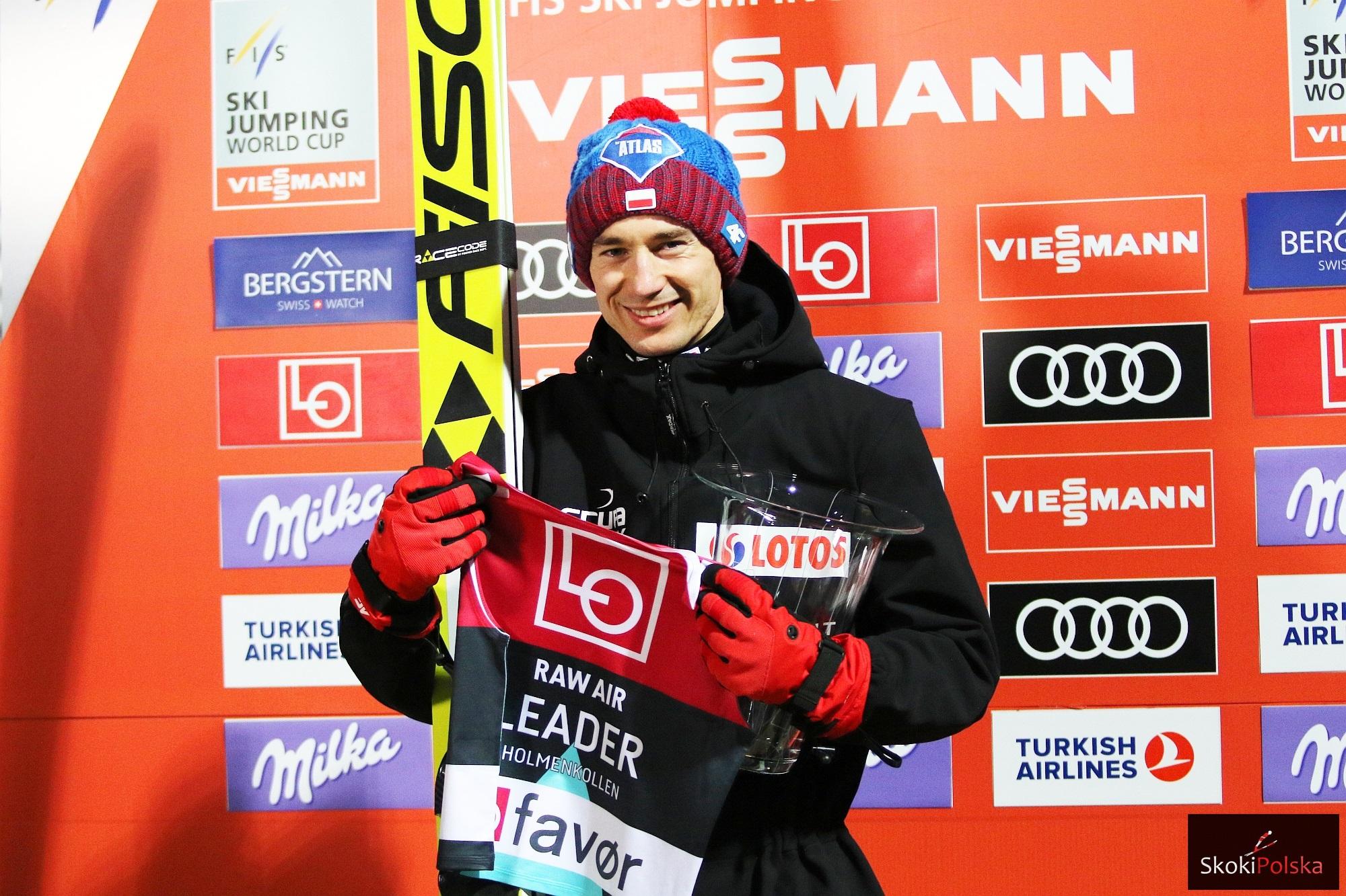 Kamil Stoch z koszulką lidera Raw Air w Oslo (fot. Julia Piątkowska)