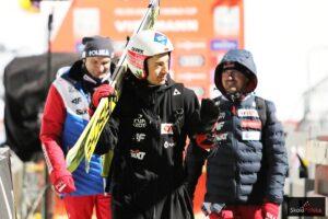 Kamil Stoch (w środku z dr Aleksandrem Winiarskim i Adamem Małyszem (fot. Julia Piątkowska)