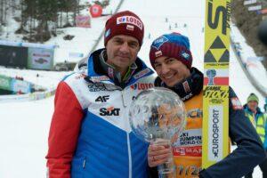 Trener Stefan Horngacher z Kamilem Stochem (fot. Julia Piątkowska)