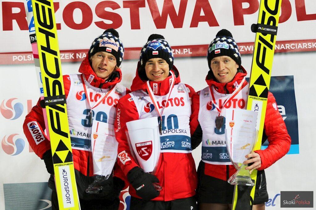 Podium zawodów (od lewej: D.Kubacki, K.Stoch, S.Hula), fot. Julia Piątkowska