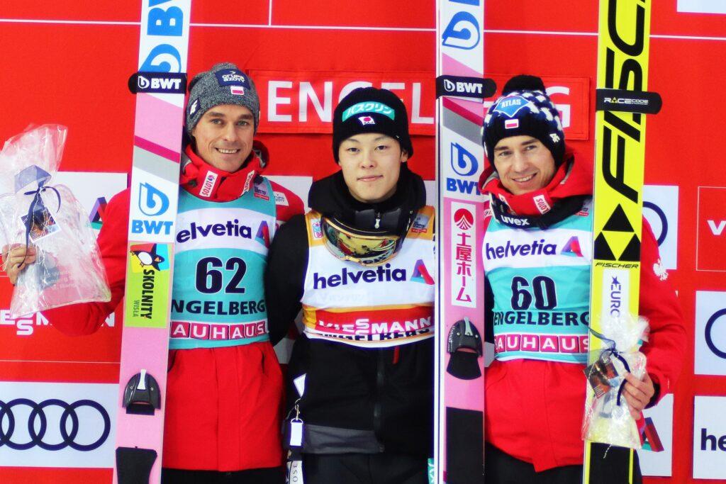 Podium konkurs z 2018 r. (od lewej: Żyła, Kobayashi, Stoch), fot. Maria Grzywa