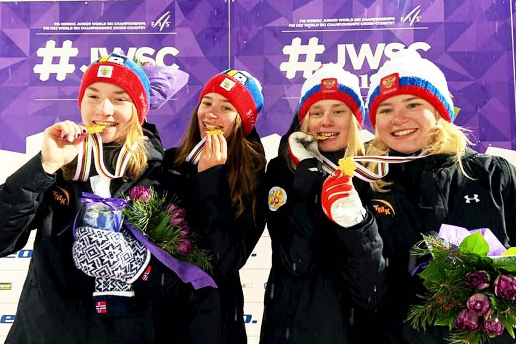 Rosjanki ze złotem (od lewej: A.Shpyneva, L.Iakovleva, A.Barantceva, M.Iakovleva), fot. FIS Ski Jumping Chaikovsky