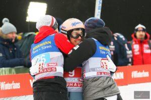 Stefan Kraft z kolegami z austriackiej kadry (fot. Julia Piątkowska)