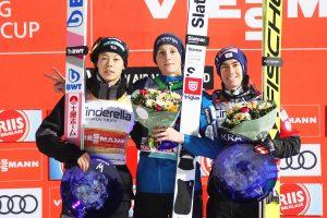 Podium konkursu (od lewej: R.Kobayashi, D.Prevc, S.Kraft), fot. Maria Grzywa