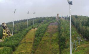 Read more about the article Konferencja w Harrachovie dotycząca starań o odbudowę skoczni narciarskich