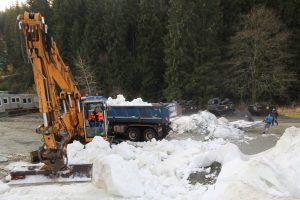 Klingenthal 2019 snieg weltcup2 300x200 - Incydent w Klingenthal: Nieznany sprawca jeździł samochodem po śniegu przeznaczonym na skocznię [FOTO]