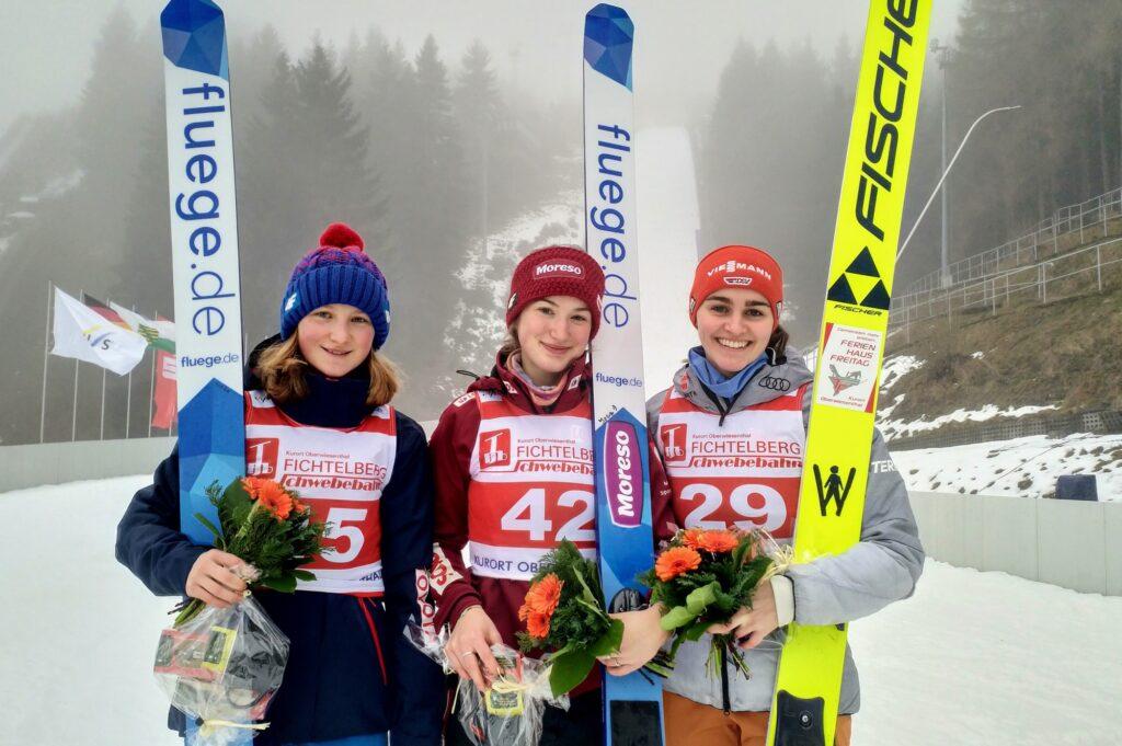 Podium konkursu (od lewej: Ulrichova, Rajda, Freitag), fot. Renata Nadarkiewicz