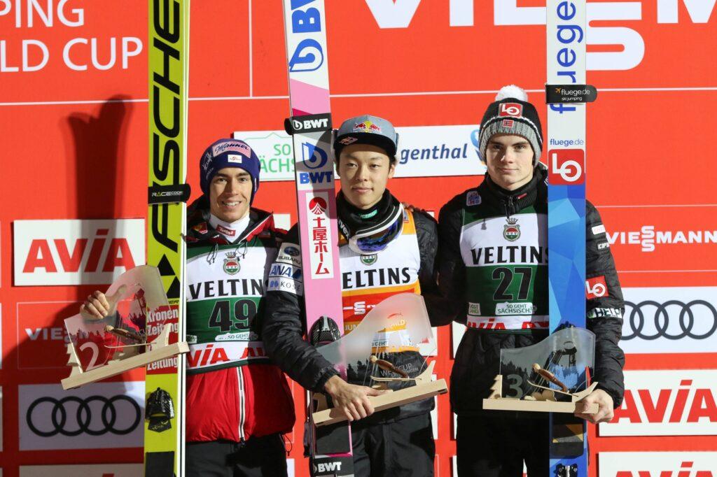 Podium konkursu (od lewej: Kraft, Kobayashi, Lindvik), fot. Konstanze Schneider