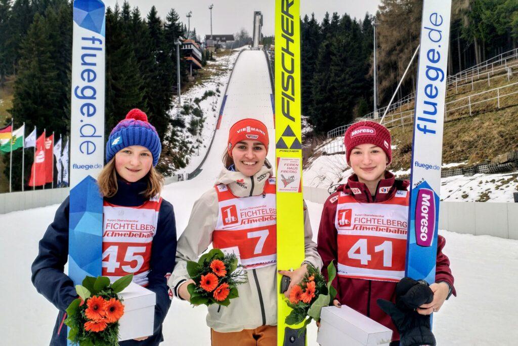 Podium konkursu (od lewej: Ulrichova, Freitag, Rajda), fot. Renata Nadarkiewicz