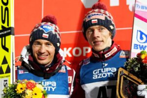 Kamil Stoch i Dawid Kubacki na podium w Zakopanem (fot. Julia Piątkowska)