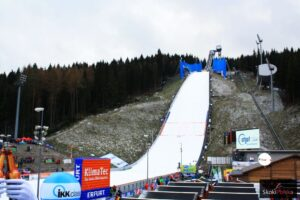 PK Klingenthal: 57 skoczków z 12 krajów na starcie sobotniego konkursu [LIVE]