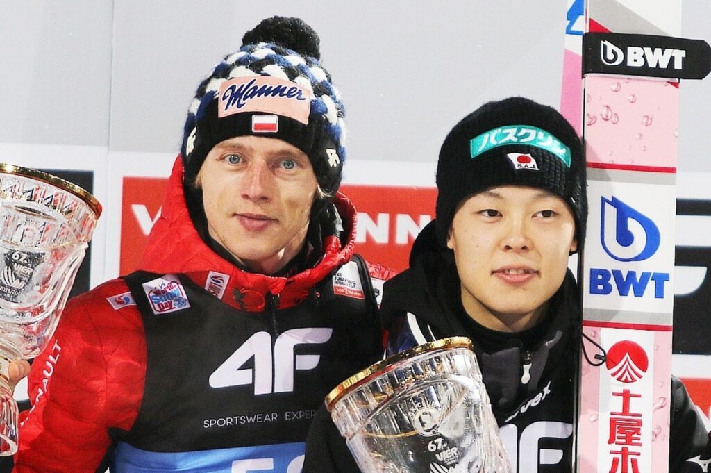 Dawid Kubacki i Ryoyu Kobayashi (fot. Julia Piątkowska)