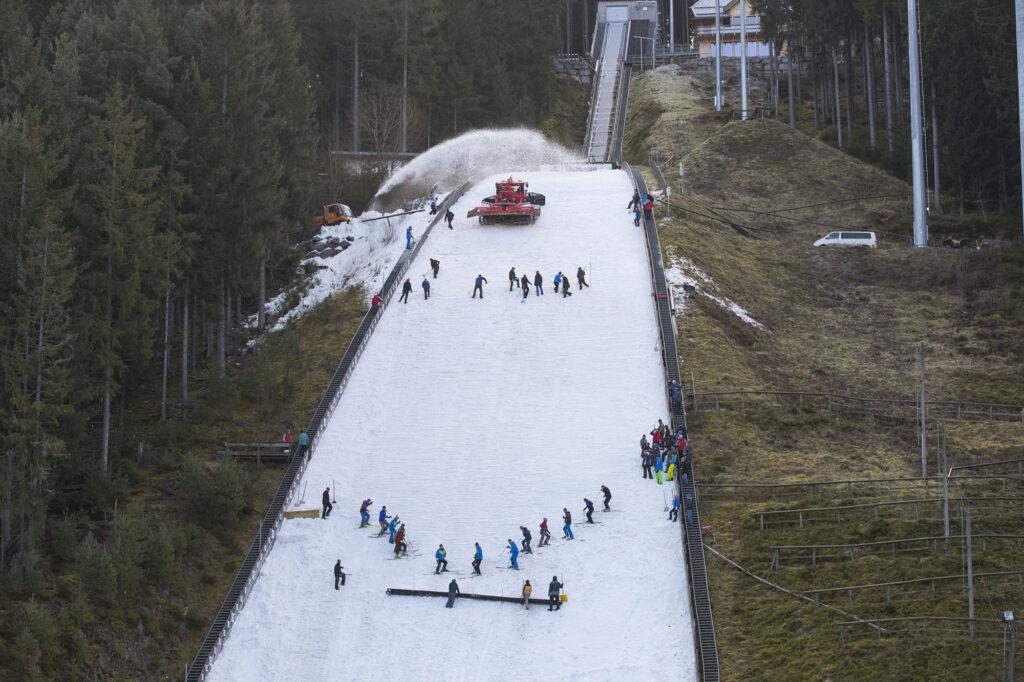 Przygotowania na skoczni w Titisee-Neustadt (fot. weltcupskispringen.com)