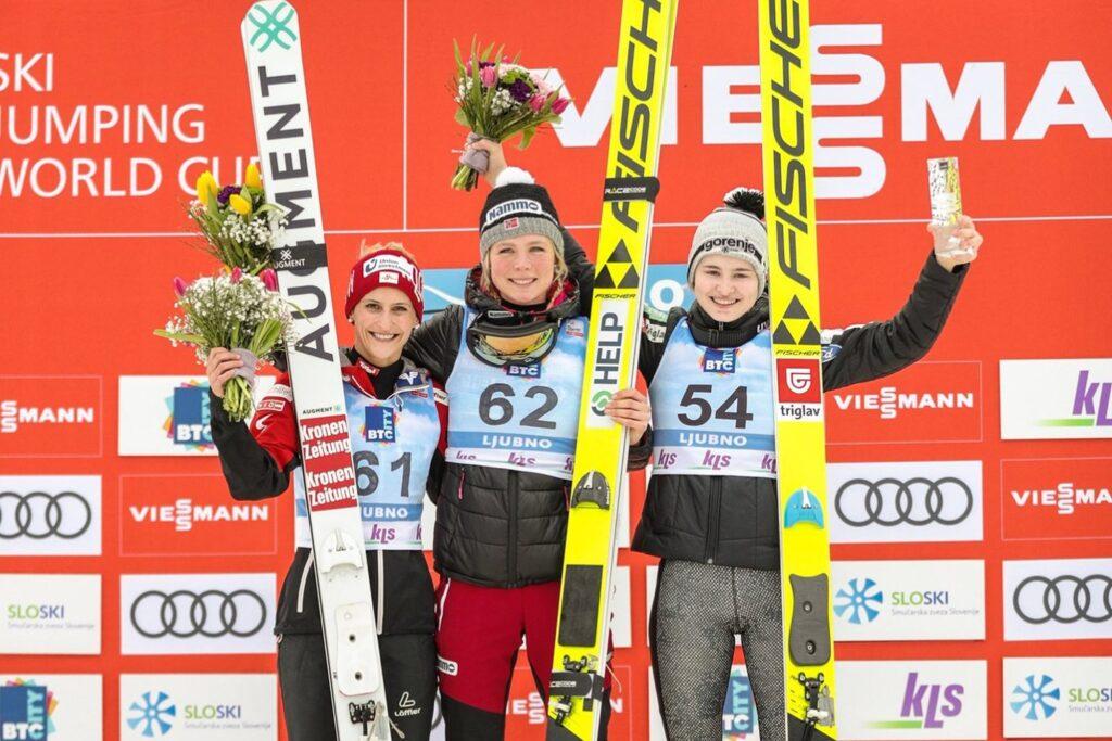 Podium konkursu (od lewej: E.Pinkelnig, M.Lundby, N.Kriznar), fot. Ljubno FIS Ski Jumping World Cup Women