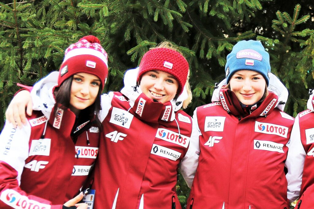 Polskie skoczkinie (od lewej: W.Przybyła, A.Twardosz, K.Rajda), fot. PZN