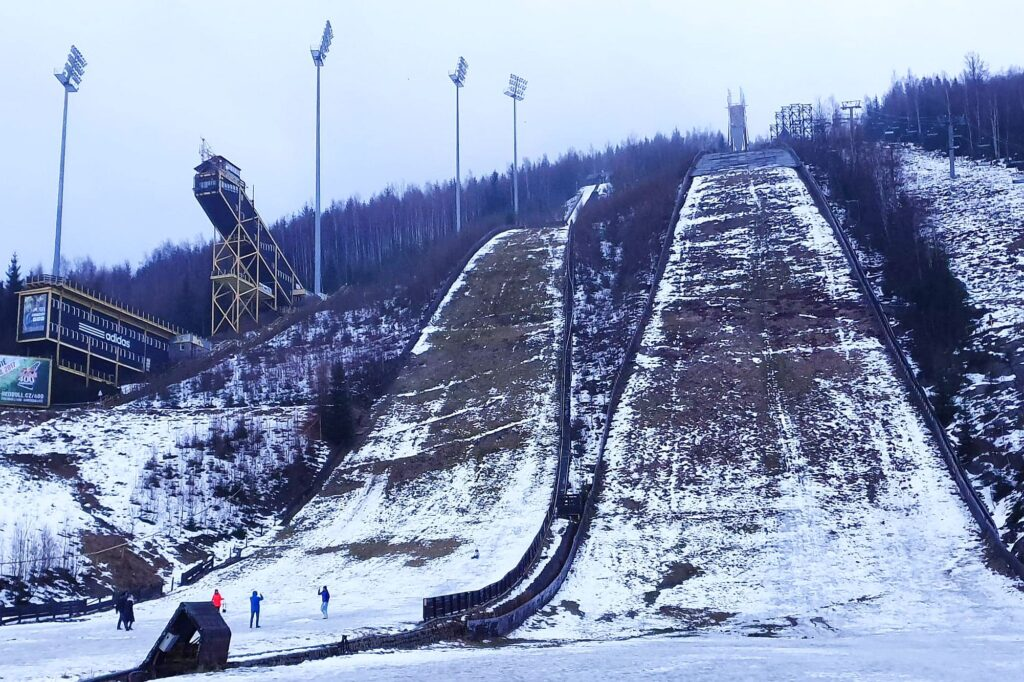 Kompleks skoczni Čerťák w Harrachovie w lutym 2020 r. (fot. Artur Bała)
