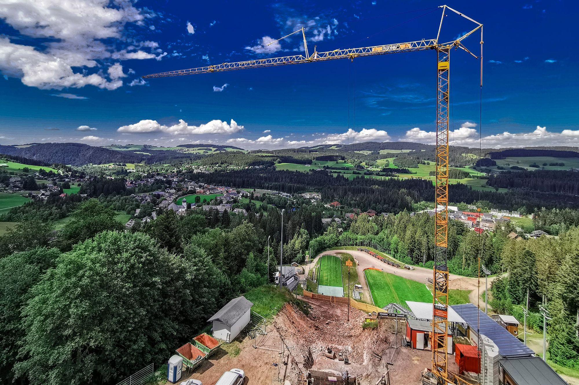 Modernizacja skoczni w Hinterzarten trwa. Plac budowy odwiedził… Martin Schmitt