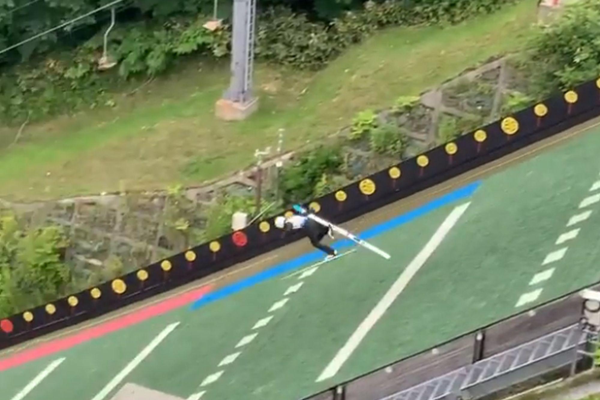 Fatalny upadek Japończyka podczas treningu. W locie stracił nartę! [WIDEO]