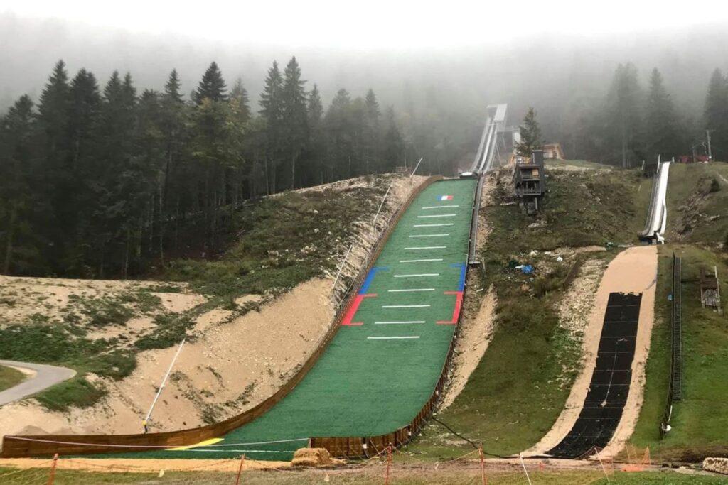 Skocznie w Premanon (fot. Jean-Christophe Bourbon / Skisprungschanzen.com)