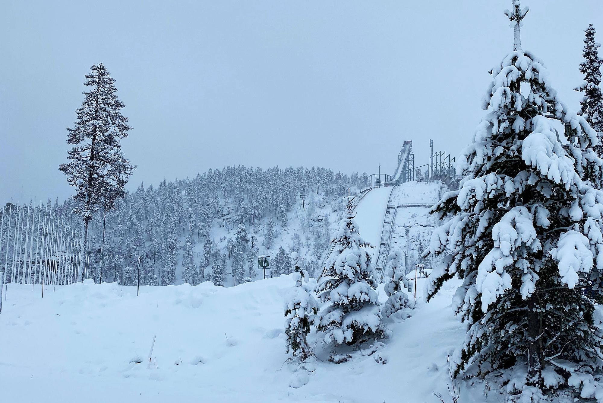 Zima zawitała do Finlandii. Skocznie w Ruce i Rovaniemi już pokryte śniegiem [WIDEO]