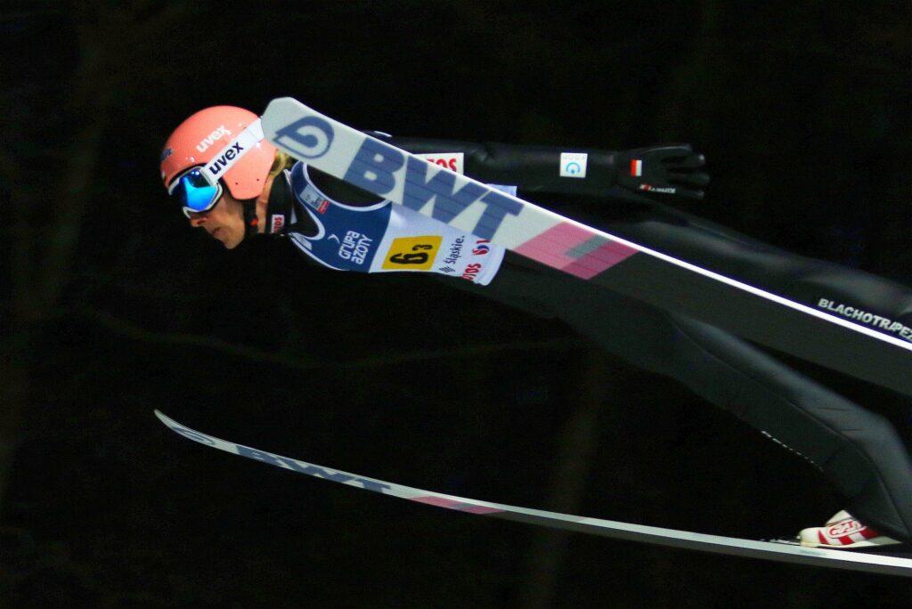 """Dawid Kubacki ze """"Skokiem Roku 2020"""". Polak przebył w powietrzu prawie 6,5 kilometra!"""