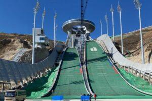 Działacze FIS wizytowali skocznie olimpijskie w Zhangjiakou