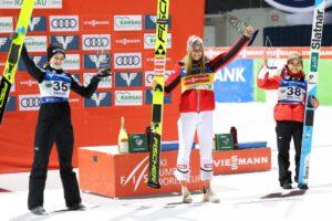 Kriznar Kramer Takanashi Ramsau2020 podium GEPAPictures 300x200 - PŚ Pań Ramsau: Kramer wygrywa pierwszy konkurs sezonu, Polki bez punktów