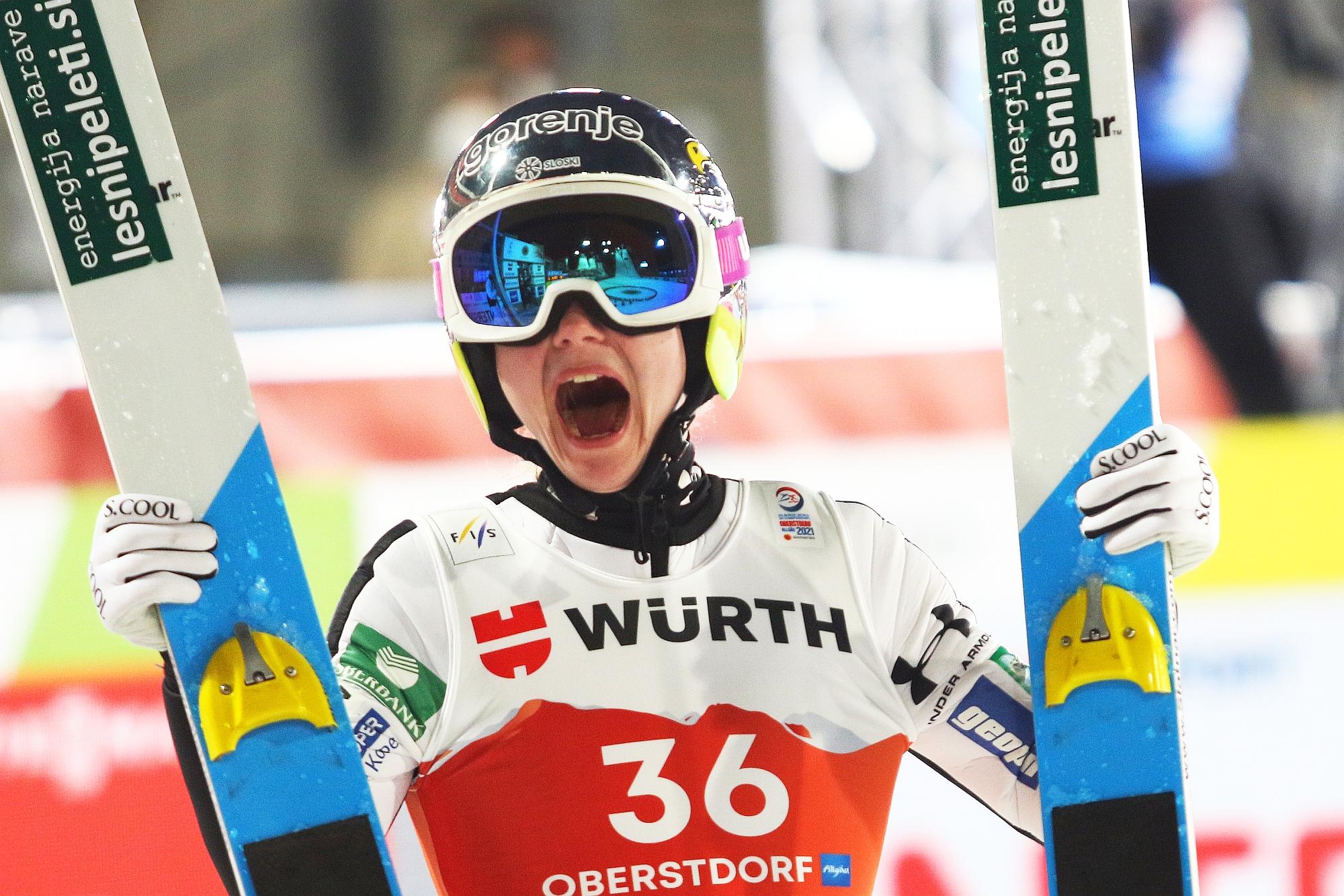 MŚ Oberstdorf: Łzy radości i łzy smutku, czyli Panie na normalnej skoczni [FOTORELACJA]
