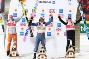 Geiger Zyla Lanisek podiumOberstdorf2021 fot.JuliaPiatkowska 300x200 - MŚ Oberstdorf: Piotr Żyła mistrzem świata na normalnej skoczni!