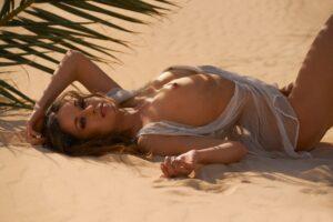 Juliane Seyfarth Playboy2021 fot.LukeCraftfurPLAYBOYDeutschlandMarz2021 2 300x200 - Juliane Seyfarth w niemieckim Playboyu (ZDJĘCIA +18)