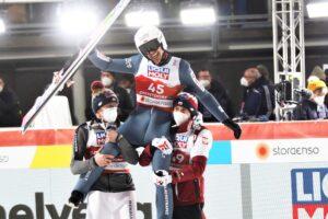 Kubacki Zyla Stoch Oberstdorf2021 fotJuliaPiatkowska 300x200 - MŚ Oberstdorf: Piotr Żyła mistrzem świata na normalnej skoczni!