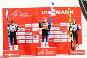 Lanisek Granerud Johansson Zakopane2021 podium fot.JuliaPiatkowska 300x200 - PŚ Zakopane: Granerud odczarował Wielką Krokiew, dyskwalifikacja Stękały