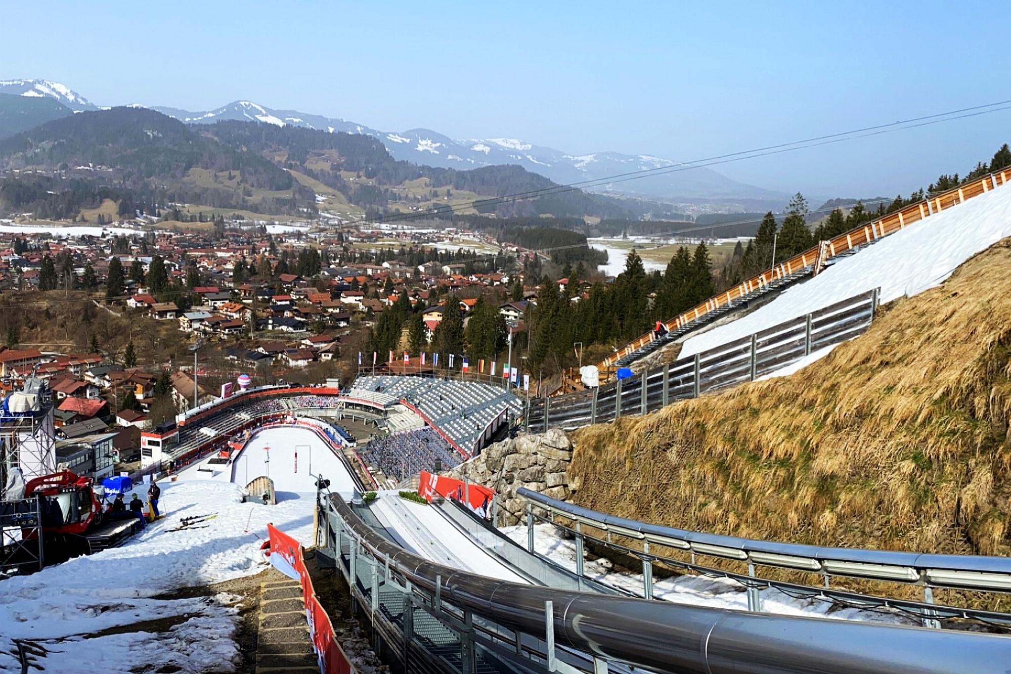 MŚ Oberstdorf: 40 skoczkiń powalczy o medale, dwie Polki na starcie [LIVE]
