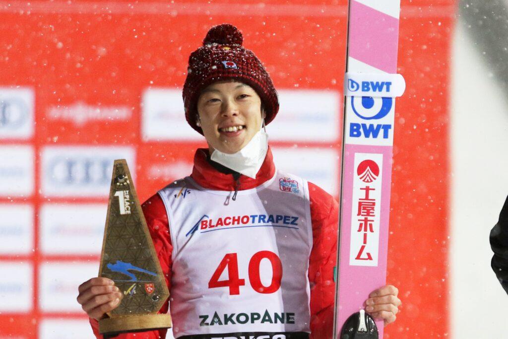Kobayashi zrównał się z Kasaim, kontuzjowany Ito wraca do Japonii