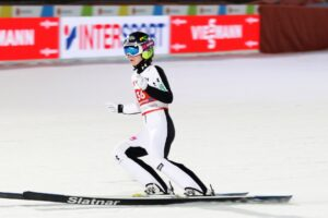 Ema Klinec Oberstdorf2021 odjazd fotJuliaPiatkowska 300x200 - MŚ Oberstdorf: Treningi dla Opseth, Klinec i Takanashi. Twardosz najmocniejsza z Polek
