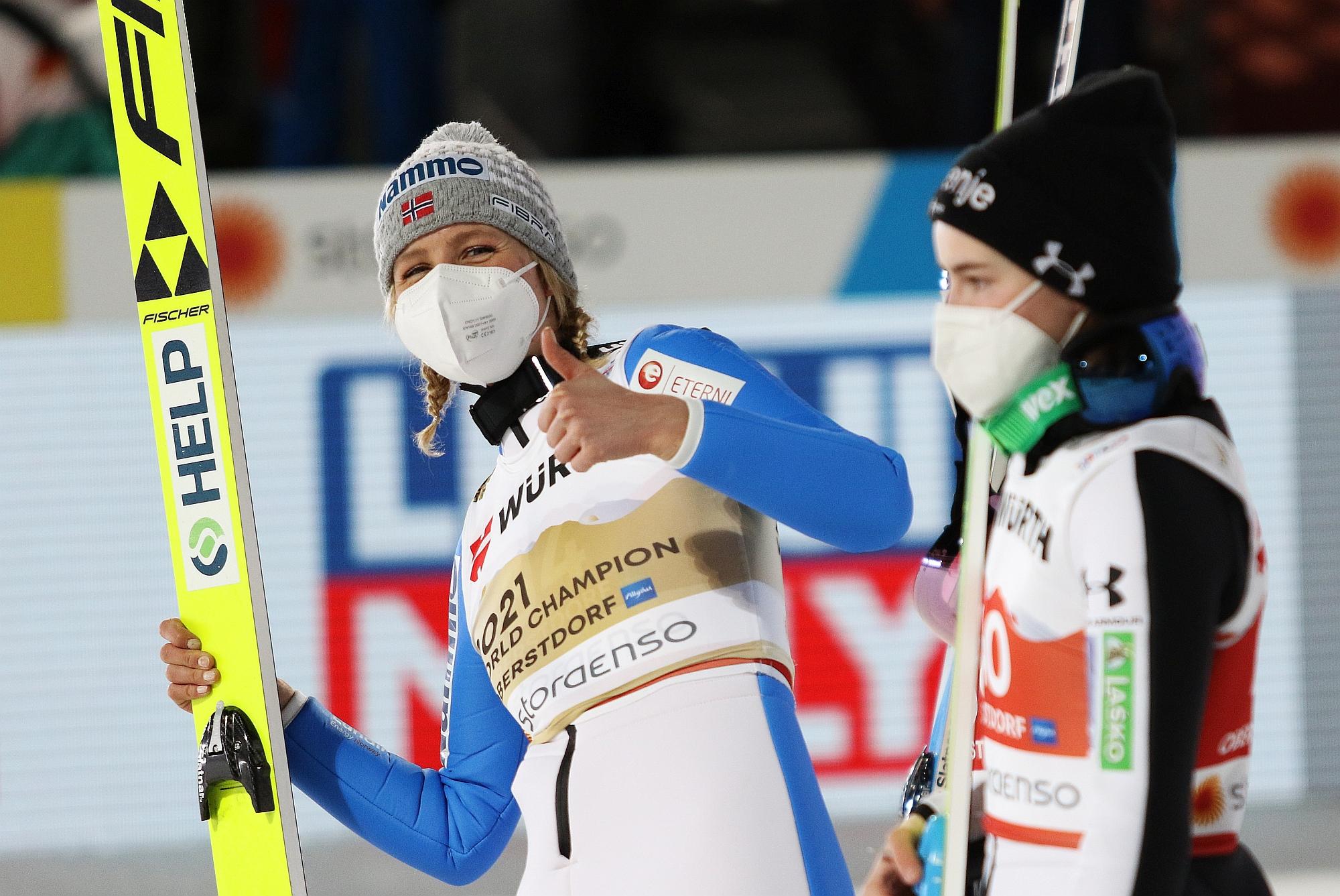 You are currently viewing Taniec zamiast skoków narciarskich… Co z igrzyskami? Zaskakująca decyzja Maren Lundby