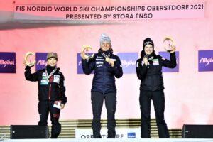 Takanashi Lundby Kriznar podium Oberstdorf2021 fotJuliaPiatkowska 300x200 - MŚ Oberstdorf: Maren Lundby mistrzynią świata, Anna Twardosz w czołowej trzydziestce
